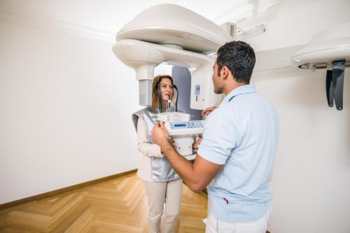 3D-Röntgen - Zahnarztpraxis zwischen den Toren, Aarau - Dr. Mustafa Dere. Foto © Jean-Jacques Ruchti