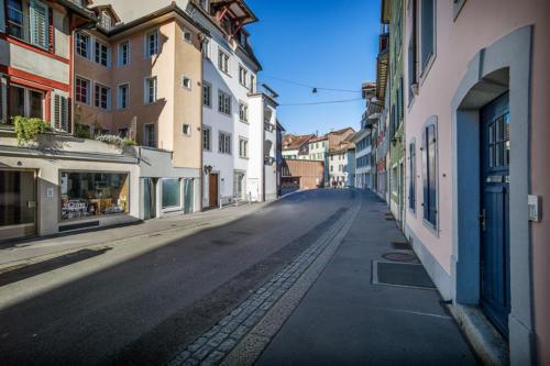 Zwischen den Toren, Aarau - Zahnarztpraxis zwischen den Toren, Aarau - Dr. Mustafa Dere. Foto © Jean-Jacques Ruchti