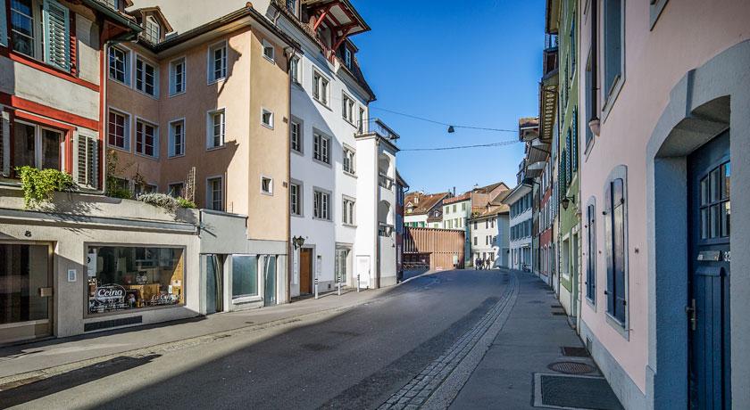Blick in die Aarauer Altstadtstraße Zwischen den Toren. Foto © Jean-Jacques Ruchti